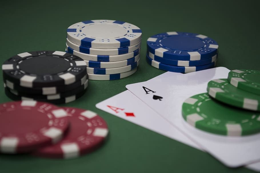 The Lazy Man's Guide To Poker Online With Friends